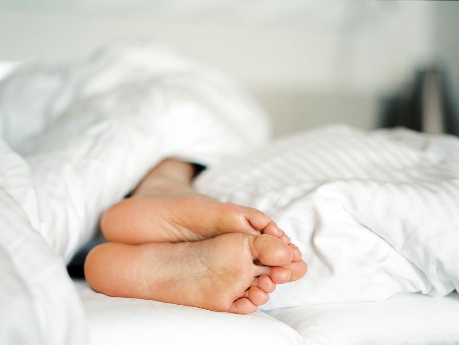 sovande fötter
